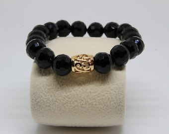 Exquisite black bracelet will complement each and every of your little black dresses