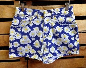 90s Jean Shorts \\ Daisy Shorts \\ Vintage 80s Shorts \\ Highwaisted Shorts \\ High Waisted Denim Shorts \\ Grunge Shorts \\ Club Kid 9