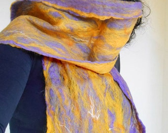 cobweb felted scarf -violet fire-