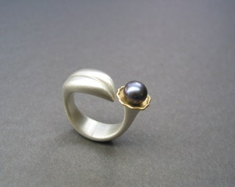 asymmetric floral Pearl ring