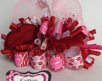 Valentine Lips funky loopy bow