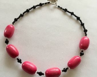 Black and Bright pink chunky necklace