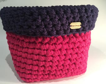 Hand-woven square basket with crochet. Two colors fuchsia and navy blue.