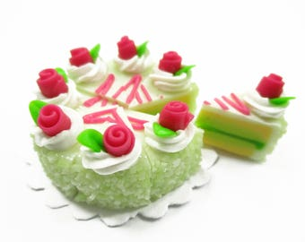 Dollhouse Miniatures Food 8 Cuts Slice Green Cake 3 cm Rose Flower Supply Charms - 14341