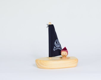 Wooden pirate boat, bathing toy by l'Atelier Cheval de bois