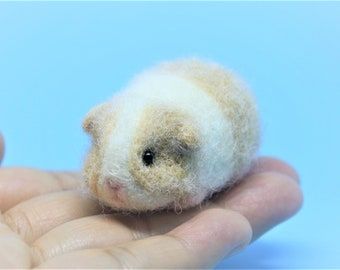 Needle felted guinea pig Needle felted animal Wool felted guinea pig Wool felted animal Miniature guinea pig Guinea pig ornament