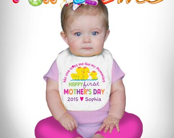 Happy First Mother's Day Bib - No One Loves me Like my Mommies - Girls - Personalized with Name and Year (Gay / Lesbian / 2 Mommies)