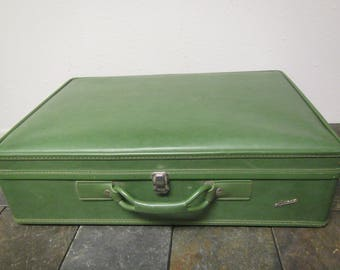 """Large AEROPAK Suitcase with  side Latches, * Green Luggage  26"""" by 19"""" by 8"""""""