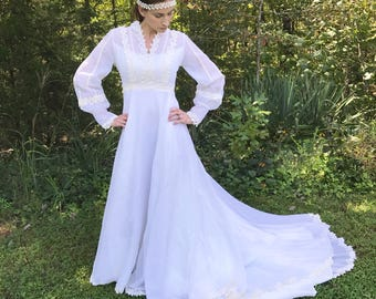 Vintage 70's Long Sleeve Hippie / Bohemian Lace Tulle Wedding Dress / Gown