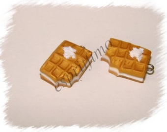 """""""Filled vanilla waffles"""" charm in polymer clay"""