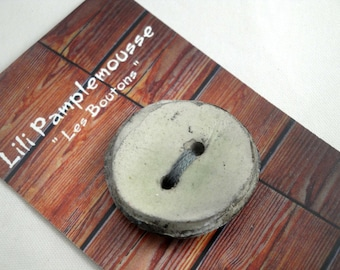 "Round button ""raku"", ceramic fact-hand : gray, 3 cm"