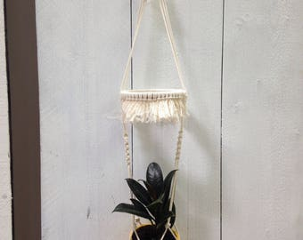 Macrame hanger / wall hanging / pot holder