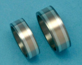Titanium, 14 carat red gold and silver 925 pair of rings. Weddingbands, engagementrings.