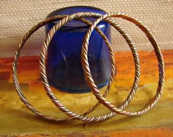 Satz von 3 Vintage Kupfer, Messing und Silber indische Armreifen--handgefertigten Armreifen gemacht der 1970er Jahre in Indien, Boho Armbänder