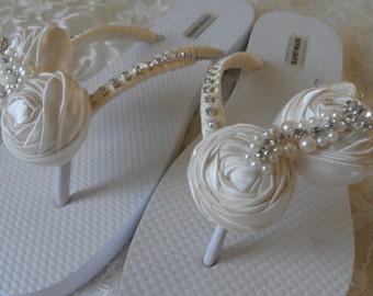 Ivory Rolled Flowers Flip Flops / Bridal Flip Flops / Beach Wedding Shoes / Bridemaids Gift / Bridal Shower /Wedding Party .
