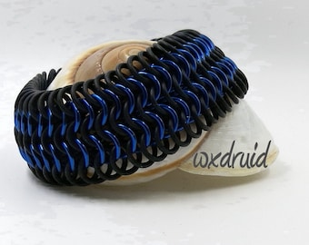 European Weave Chainmail Bracelet, Blue and Black Stretch Chainmaille Jewelry with Rubber Rings