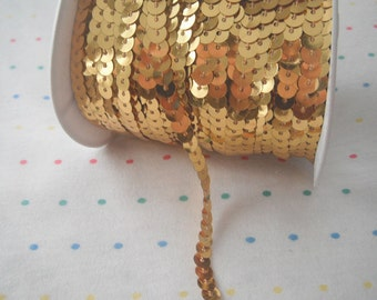 Gold Sequin Trim, 6 mm - 5 Yards