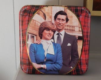 Charles and Diana Commemorative Shortbread Tin / Walkers Shortbread