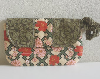 New! A Quilted Clutch with Elasticized Wrist Band