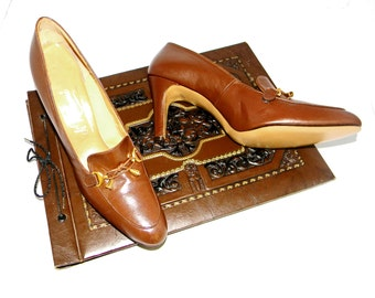 Brown Leather Heels. 60s Oxford Shoes. Mad Men Fashion.  Size 10 Shoes. Di Romani Loafers. Chocolate Brown. Office Shoes