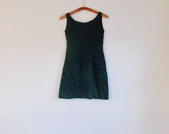 1960s dark emerald green lace madmen style mini dress // size xs