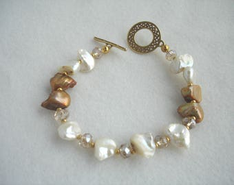 Pearl bracelet, bracelet with pearl nuggets in gold and white, pearl and crystal bracelet, toggle closure