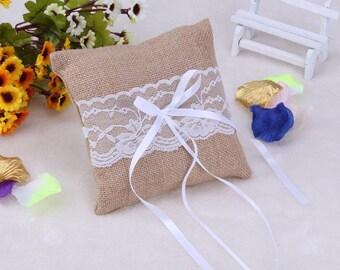 Burlap ring pillow holder