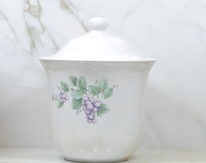 Vintage Pfaltzgraff Grapevine Flour Canister with Lid, 7 1/4 inch