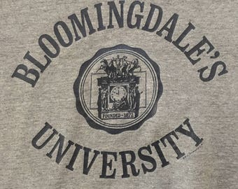 Vintage 80s 90s Bloomingdale's University Large Graphic Pullover Crew Neck Sweatshirt - S/M