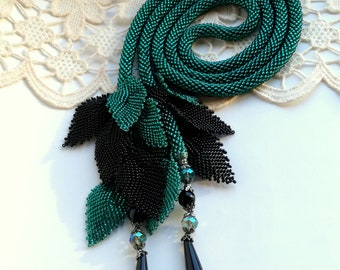 Tie Necklace, Green Necklace, Beaded Lariat, Long Lariat Rope Necklace, Crochet Lariat, Unique Necklace, Beadwork Necklace