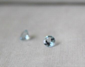 Pair of Sky Blue Topaz- faceted round 5 mm gemstone - P485
