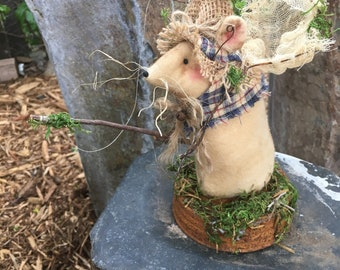 Primitive Mouse - Fishing Mouse - Rustic Room Decoration - Country Mouse - Cabin Decoration - Father's Day Gift - Fisherman - Camping Decor