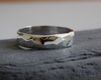 Facetted Silver Wedding ring, customizable.
