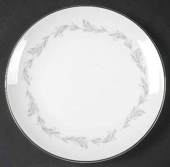 Vintage Mikasa Japan Cherish pattern 5561 large dinner plate.
