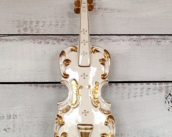 Vintage Midcentury 1960's Candrea Hand Painted Violin Cream and Gold Wallpocket