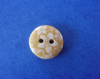 Round wooden button, beige with yellow flowers, 2 holes - 15mm