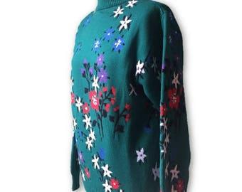 Green, floral, vintage jumper.  Size medium.
