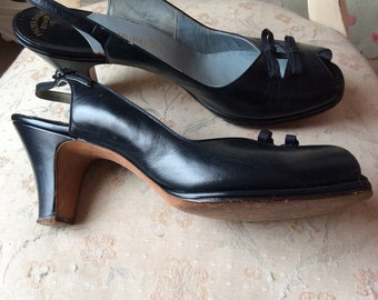 1940s navy leather shoes with bows. Size uk 4