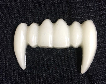 Vampire bite vintage pinup horror brooch