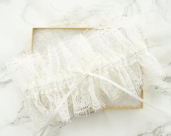 Off White Wedding Garter / Lace Wedding Garter / Bridal Garter / Keepsake Garter / Toss Garter / Bridal Shower Gift / Wedding Garters