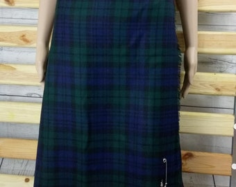 90's Vintage Pure new wool Tartan Kilt. Made in Scotland. Green and Black. Size 16