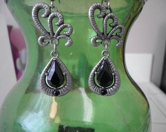 Black Dangled Earrings
