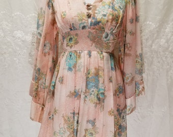 Beautiful, flowy dress from the 60s