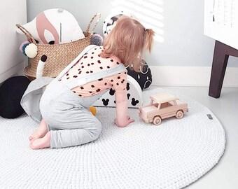 Crocheted round light grey rug fi 100cm 40''| crochet rug | grey rug | scandinavian rug | gray rug | round rug | round carpet | nursery rug