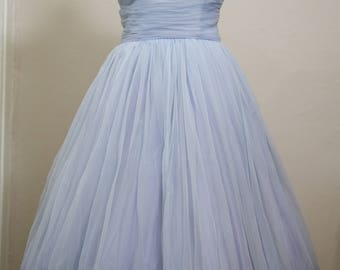 Stunning 1950s tea length prom dress