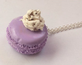 Macaroon whipped cream necklace