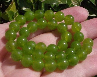 4 beads green round Peridot 8 mm AA17