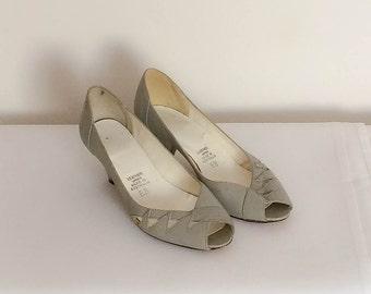 1980s Light Grey Kitten Heels Vintage
