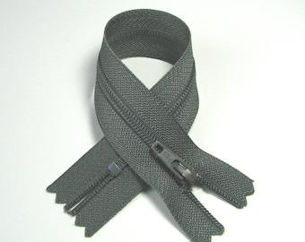 YKK zipper closure, 18 cm, detachable, grey, mesh plastic 4 mm.