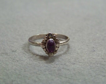 Vintage Sterling  Silver Oval African Amethyst  Bold  Band Ring, Size  9     W
